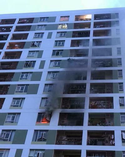 Cháy căn hộ chung cư Parc Spring ở quận 2. Ảnh: Thái Hà