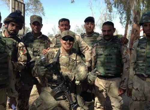 Martinez (giữa) trong thời gian ở quân đội. Ảnh: Fresnobee