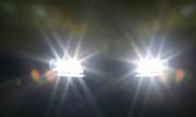 Chói mắt vì ôtô nháy đèn pha, tôi bị 'mù' 3 giây