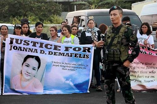 Vụ giết hại Demafelis khiến người Philippines phẫn nộ, đòi công lý cho nạn nhân. Ảnh: Reuters.
