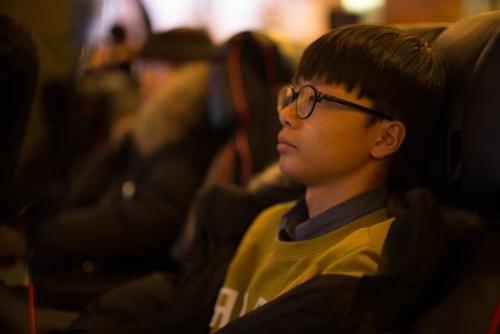 Ju Cheol-wang ngồi chơi điện tử trong một quán cafe Internet tại Seoul, Hàn Quốc. Ảnh: NBC.