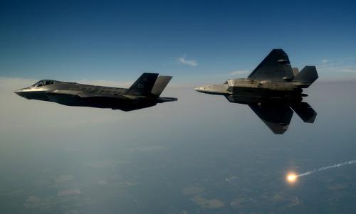 Lỗ hổng khiến tiêm kích F-22 Mỹ dễ mất liên lạc
