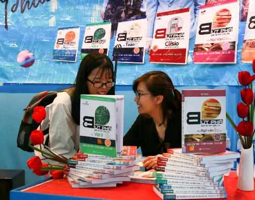 Tác giả Mai Phương chia sẻ bí quyết tăng từ 3 đến 4 điểmtrong haitháng ôn thi.