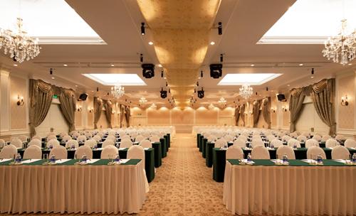Không gian tiệc cưới ở một khách sạn năm sau tại Hà Nội.