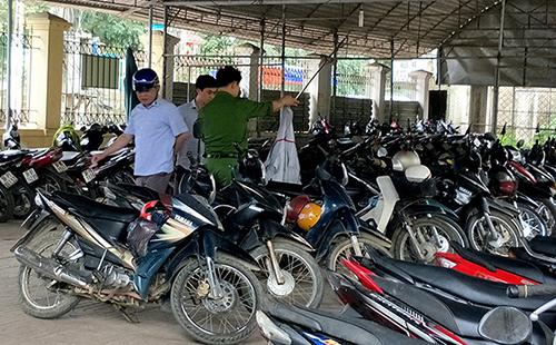 Nhà xe của Bệnh viện Đa khoa huyện Hương khê, nơi xảy ra án mạng. Ảnh: Đ.H