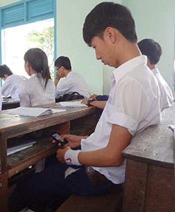 Sở Giáo dục và Đào tạo Hà Nội sẽ ra quy định về sử dụng mạng xã hội, điện thoại trong giờ học của học sinh.