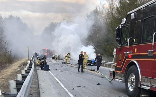 Lamborghini đâm 4 xe khác, nữ hành khách rơi ra ngoài tử vong