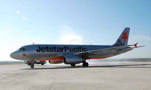 Đi bộ cắt đầu máy bay, một nhân viên hàng không bị phạt