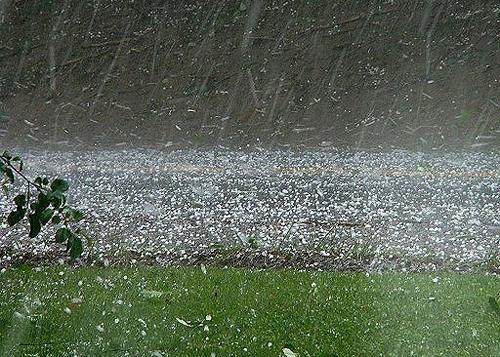 Gió mùa đông bắc tràn về có thể gây lốc xoáy, mưa đá. Ảnh: VOV.