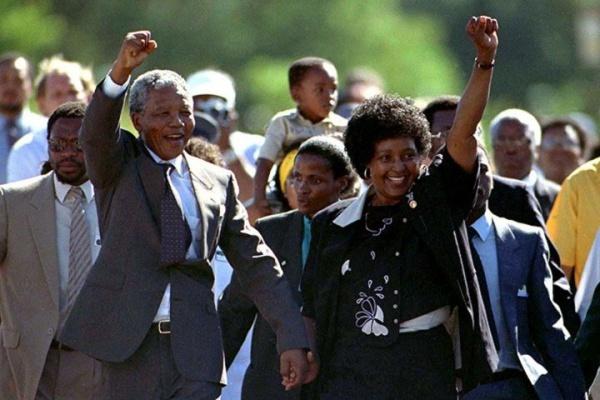 Nelson Mandela và vợ