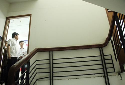 Công ty tại tầng 3 chung cư xây bít lối thoát hiểm của cư dân. Ảnh: Duy Trần