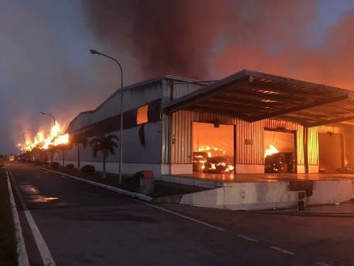 Đám cháy lan ro diện rộng hàng nghìn m2. Ảnh: Đ.X