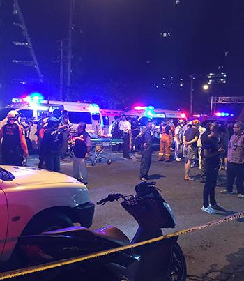 Lực lượng cứu thương tại hiện trường. Ảnh:Phạm Nguyễn Ngọc Đức