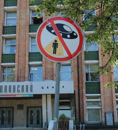 Khu vực cấm đĩa bay bắt cóc người Trái Đất.
