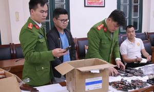Kẻ buôn vũ khí từ Trung Quốc về Hà Nội bị bắt