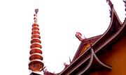 Đưa đỉnh đồng nặng 6,5 tấn lên nóc bảo tháp Việt Nam Quốc Tự
