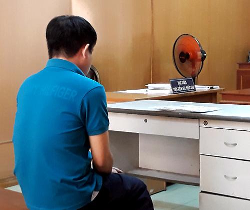 Dược sĩ tham ô thuốc ở TP HCM ngất xỉu khi ra tòa