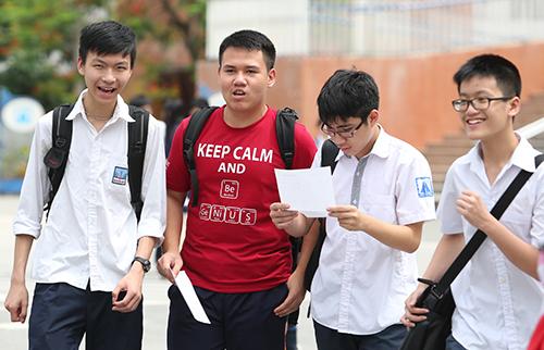 Thí sinh thi tuyển sinh vào lớp 10 ở Hà Nội năm 2017. Ảnh: Ngọc Thành