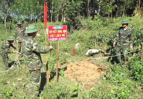 Dù việc dò tìm xử lý bom mìn được thực hiện từ sau khi chiến tranh kết thúc, Việt Nam vẫn mất khoảng 100 năm nữa mới hoàn tất công việc này. Ảnh: Bomicen
