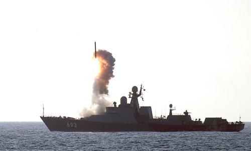 Một cuộc diễn tập phóng tên lửa của tàu chiến Nga. Ảnh: USNI.