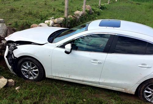 Chiếc Mazda của 3 người nhà Tuấn gặp nạn tại Ninh Bình.