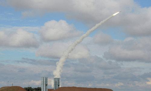 Hệ thống S-400 bắn thử nghiệm. Ảnh: Sputnik.