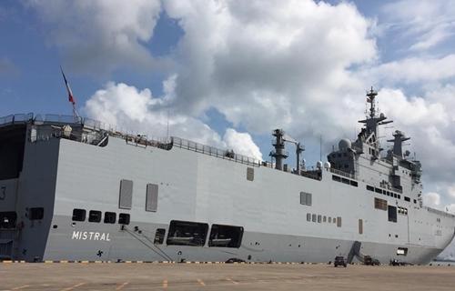 Tàu Mistral neo đậu tại Vũng Tàu, trong chuyến thăm hữu nghị Việt Nam tháng 4/2017. Ảnh:Bruno Angelet, Đại sứ Liên minh châu Âu tại Việt Nam.