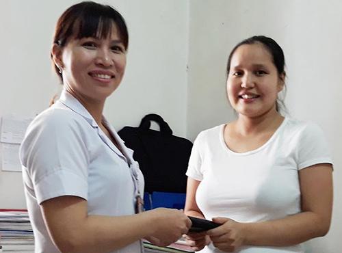 Bác sĩ Nhung trả lại tài sản cho chị Ngân. Ảnh: Đ.H