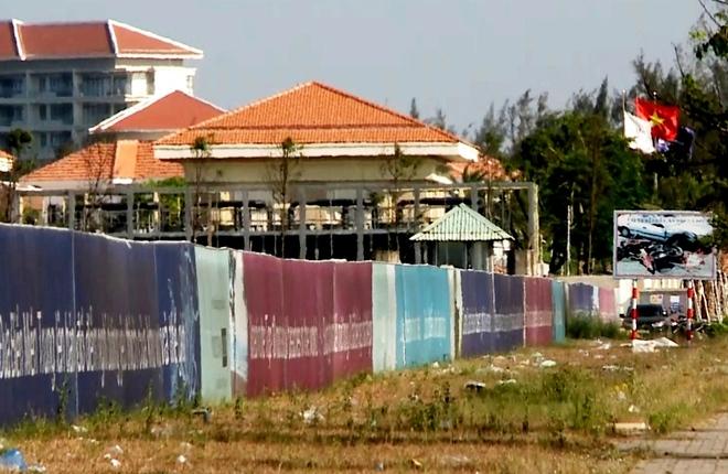 Hơn 12 km đường bờ biển bị rào chắn ở Đà Nẵng