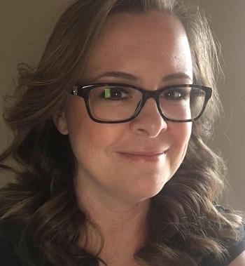 CôJulie Marburger quyết định bỏ nghề giáo vì quá nhiều áp lực. Ảnh: Facebook