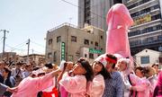 Dương vật Thép diễu phố Nhật Bản gây chú ý trong tuần