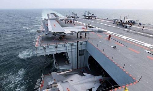 Nhóm tác chiến tàu sân bay Liêu Ninh tập trận bắn đạn thật ở Biển Đông