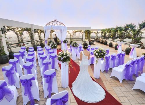 Không gian tổ chức tiệc cưới ở một khách sạn 5 sao.