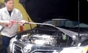 Có nên rửa khoang máy ôtô?