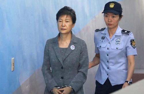 Cựu tổng thống Park Geun-hye bị tuyên án 24 năm tù