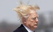 Mái tóc rối bời bởi gió của Trump gây chú ý