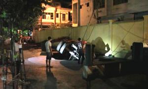 Hố tử thần 'nuốt chửng' xe cẩu ở Quảng Ninh