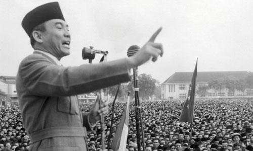 Sukarno phát biểu trước người dân Indonesia năm 1940. Ảnh: Wikipedia.