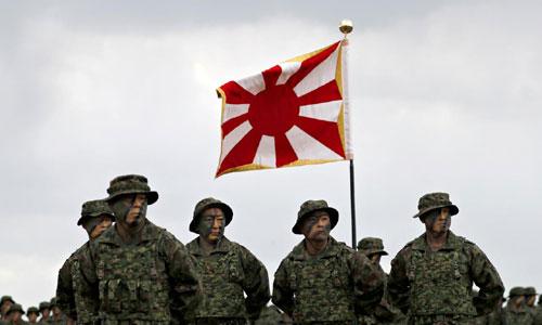 Các binh sĩ Lữ đoàn Đổ bộ Triển khai Nhanh Nhật Bản trong lễ ra mắt. Ảnh: Reuters.