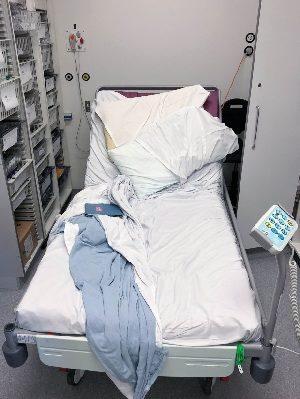 Căn phòng chứa đầy các thiết bị y tế. Ảnh: Metro.