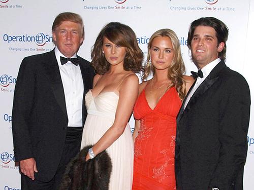 Vợ chồng ông Trump và vợ chồng con trai Don Jr trong một sự kiện ở New York năm 2006. Ảnh: NY Daily News