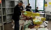 Lương thấp, bưu tá Italy không chuyển 400 kg thư