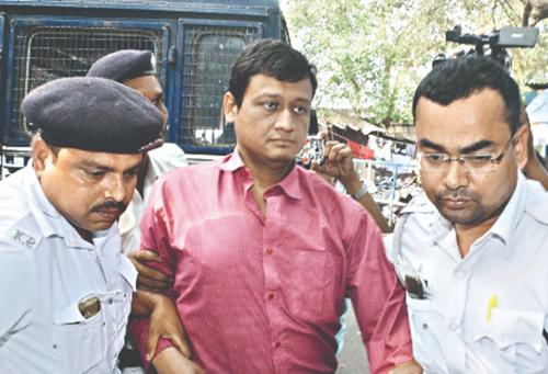 Subhabrata Majumdar bị cảnh sát bắt giữ hôm 5/4. Ảnh: Millenium Post