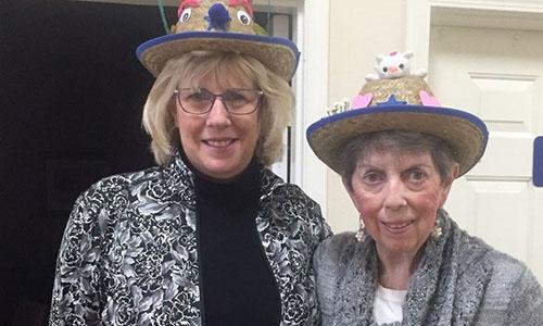 Bà Kathy Kirkley và mẹ. Ảnh: Spectrum.