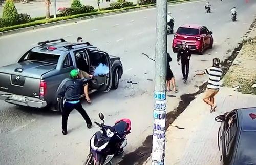 Hiện trường vụ nổ súng hỗn chiến tại Đồng Nai. Ảnh: Camera an ninh.
