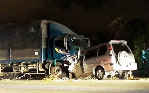 Trưởng công an tử nạn trong vụ ôtô đấu đầu xe tải