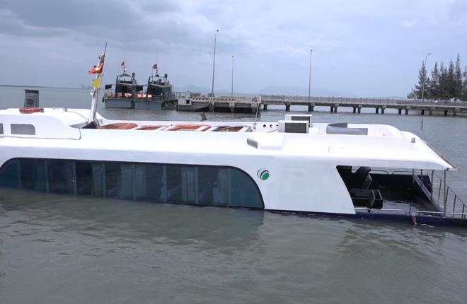 Tàu cao tốc triệu USD chìm tại Cần Giờ, 42 hành khách thoát nạn