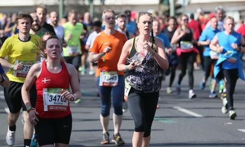 Những người tham gia cuộc thi chạy bán marathon ở Berlin, Đức, ngày 8/4. Ảnh: Anadolu Agency.