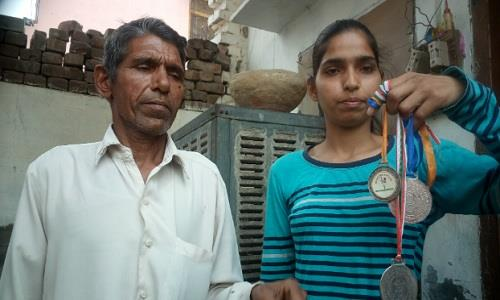 Neha Jangra, 21 tuổi, người từng giành huy chương vàng karate đã hạ gục một cảnh sát có hành vi quấy rối. Ảnh: Times of India.