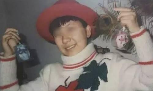 Nữ sinh viên Gan Yan tự tử năm 1998 khi mới 21 tuổi. Ảnh: SCMP.